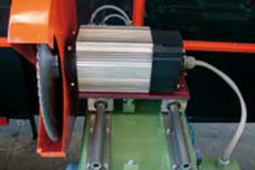 drylin® R shaft guide for a precise positioning in a film saw